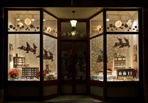 how to decorate store for Christmas