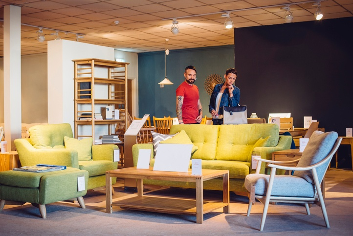 how to visually merchandise a brick and mortar store