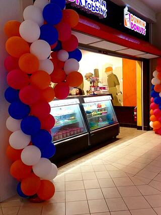 use balloons to attract shoppers