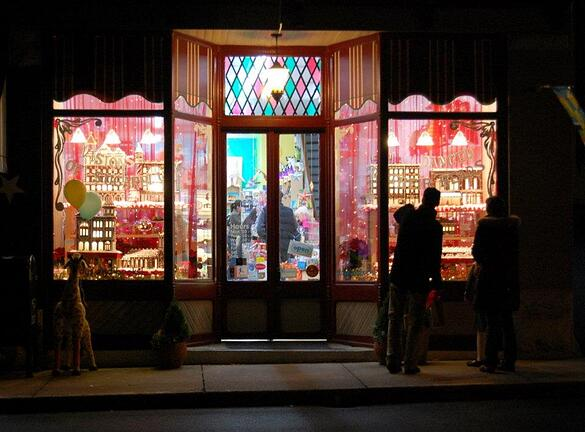 holiday window displays