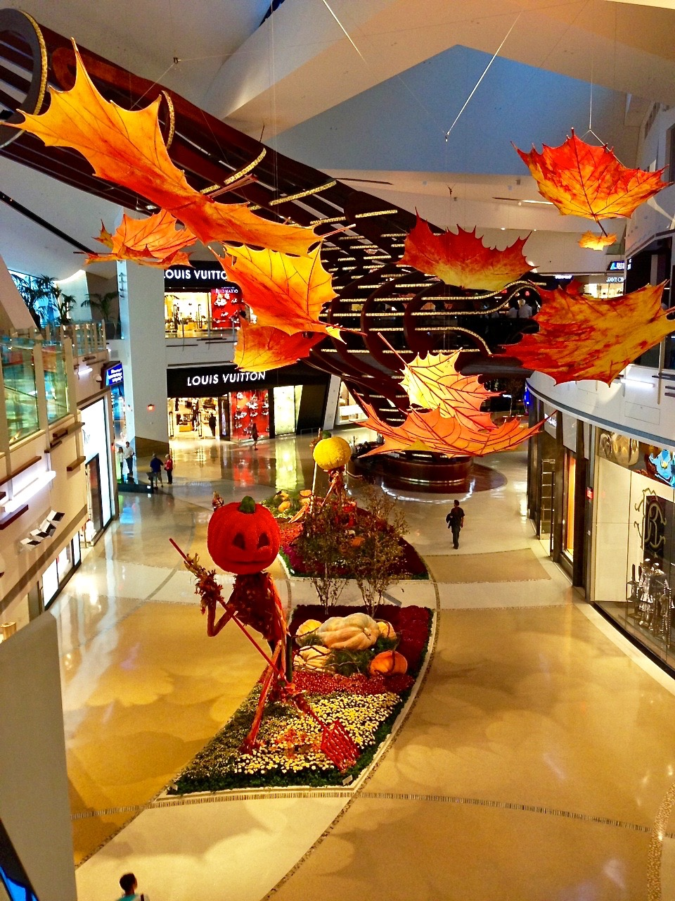 halloween mall displays
