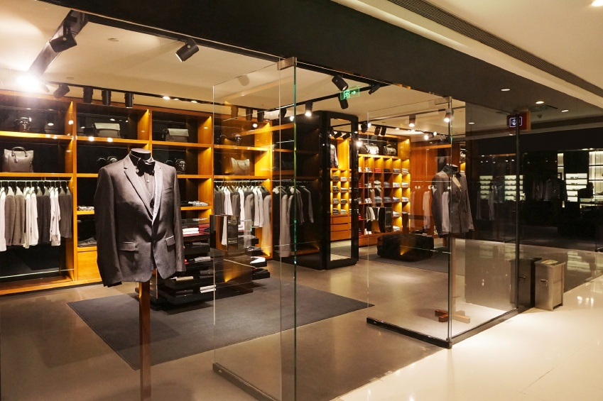 how to visually merchandise a retail store