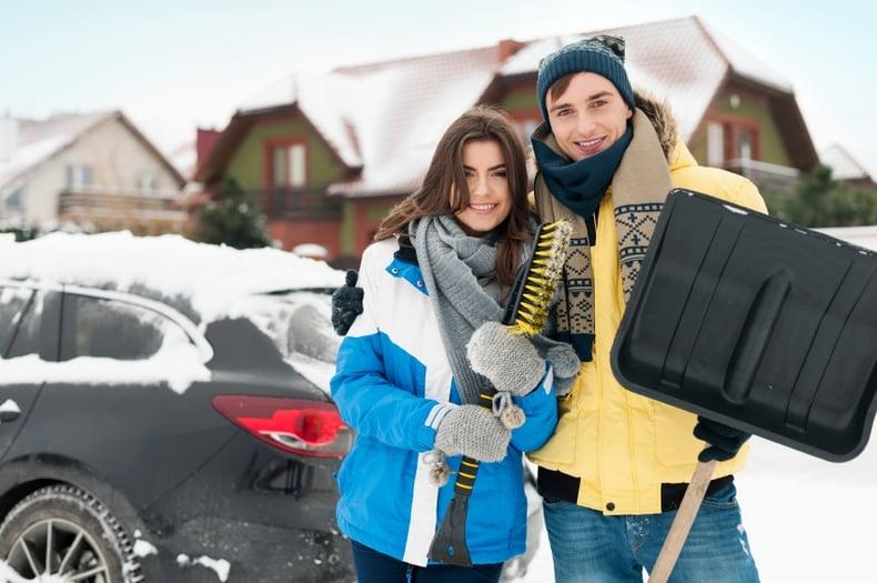 iStock_000034346628_Small-shoveling.jpg