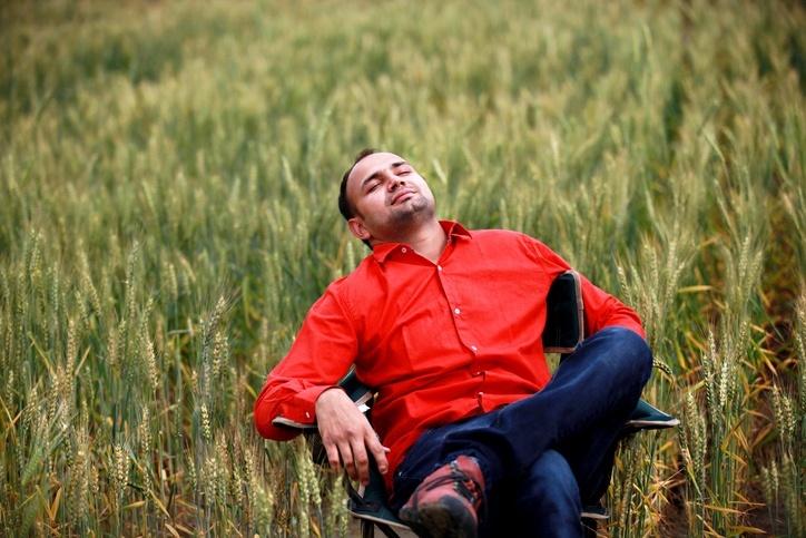 iStock-516000482-red-shirt