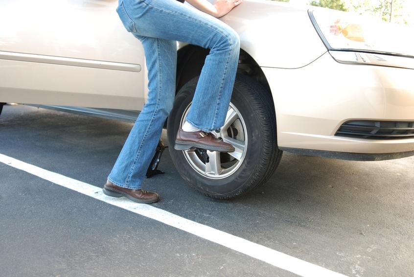 iStock_4414243_SMALL-change-tire-1.jpg