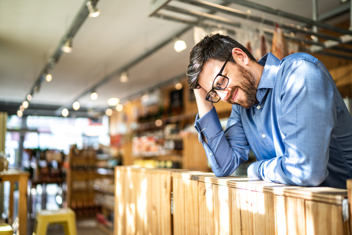 Bad Customer Service Examples: 50 Things Retail Employees Shouldn't Do